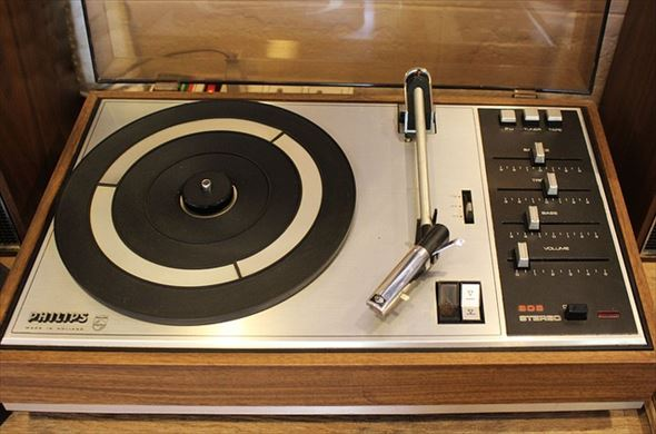 record-player-2107236_640_R